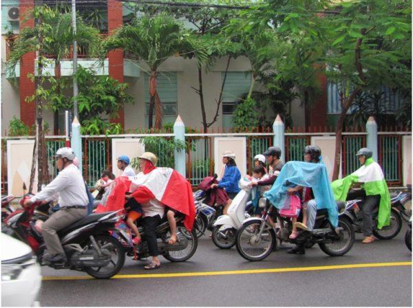 дети на мотобайках во Вьетнаме
