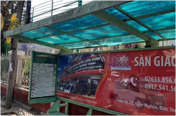 Остановка городских автобусов в Далате
